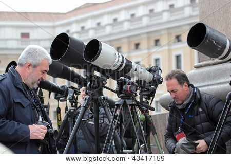 Photographers With Long Telephoto Waiting For Pope Francis I