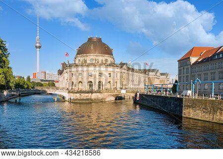 Berlin, Germany - Juli 20, 2013: Museum Island In Spree River And Alexanderplatz Tv Tower In Center
