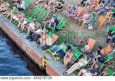 Berlin, Germany - Juli 22, 2013: Relaxing People In Deck Chairs At Berliner River Spree