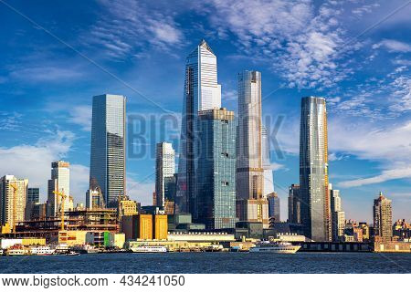 Panoramic View Of Manhattan Cityscape In New York City, Ny, Usa