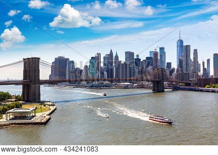 Panoramic View Of Brooklyn Bridge In New York City, Ny, Usa