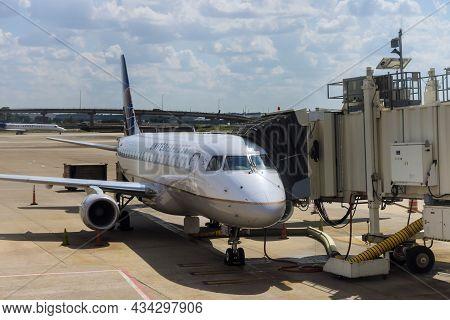 20 September 2021 Houston, Tx Usa: Terminal Gate Passenger Airplane Waiting At The Gate At The In Bu