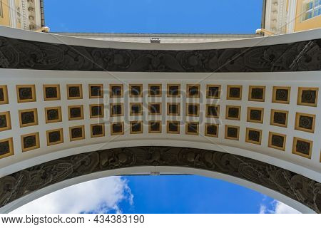 Triumphal Arch of the General Staff on Palace Square - Saint-Petersburg Russia
