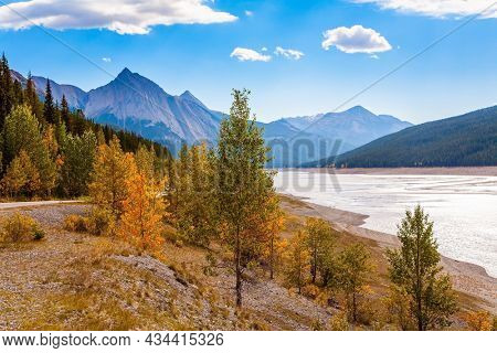 Medicine Lake in Jasper, located in the Canadian Rockies. The lake is fed by melted glacial waters. The lake is surrounded by mountain peaks. Cloudy autumn day