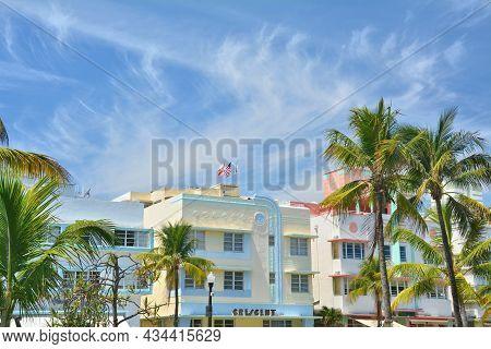Miami Beach, Usa - April 1, 2017 : Art Deco Style Buildings Architecture In Miami Beach, South Beach