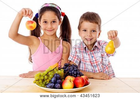 Kids with plate of fruit