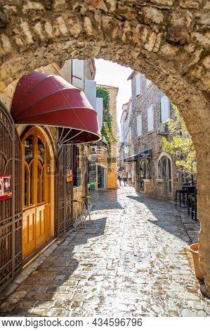 Budva, Montenegro - September 18, 2021: Medieval Street In The Old Town Of Budva, Montenegro