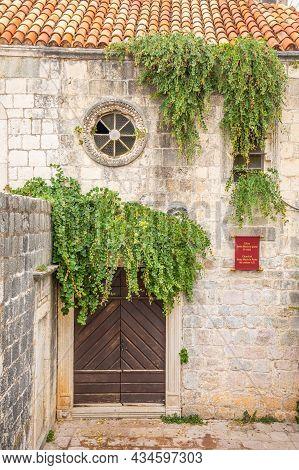 Budva, Montenegro - September 17, 2021: Medieval Street In The Old Town Of Budva, Montenegro