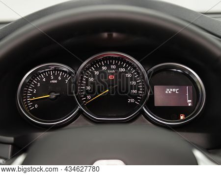 Novosibirsk, Russia - August  31, 2021:   Renault Logan, Sign And Symbol On Car Dashboard. Car Speed