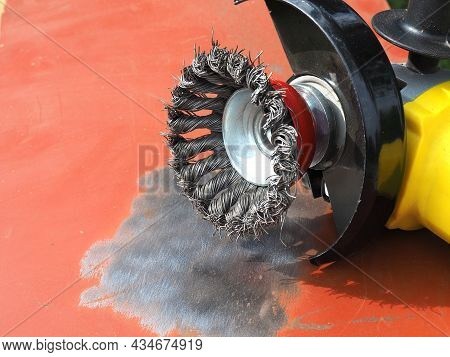 Angle Grinder And Wire Brushe. Twist Knot Wire Cup Brush. Fast Removal Of Rust, Scale And Paint Also