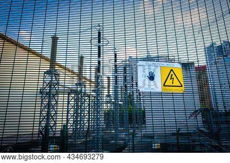 Maltepe, Istanbul, Turkey - 07.22.2021: Turkish Warning Of Death Risk, Danger, No Entry On The Fence