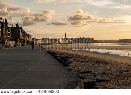 Saint-malo, France - September 14, 2018:the Evening Light On Beach And Olt Town Of Saint Malo ,  Ill