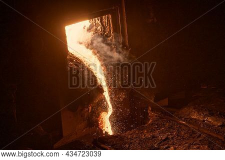 Discharge Of Liquid Metal From A Metallurgical Furnace.