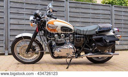 Bordeaux , Aquitaine  France - 09 20 2021 : Triumph Bonneville T100 Bonnie Carburetor White Orange B