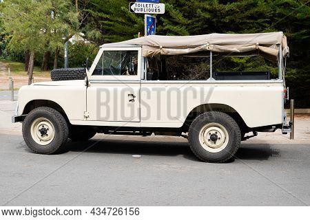 Bordeaux , Aquitaine  France - 09 20 2021 : Land Rover Defender Old Retro Car Iconic British Off Roa