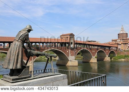 Pavia, Pv, Italy - August 28, 2015: Old Bridge And The Bronze Statue In Memory Of The Washerwomen Wh