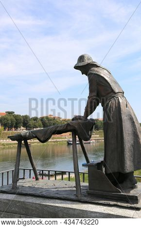 Pavia, Pv, Italy - August 28, 2015: Bronze Statue In Memory Of The Washerwomen Who Washed The Linen