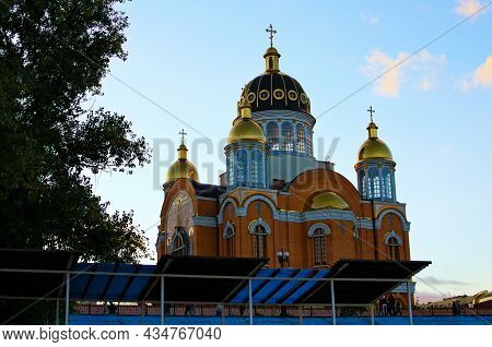Picturesque View Of The Pocrovsky Cathedral - Orthodox Church On Embankment In Obolon District. Blue
