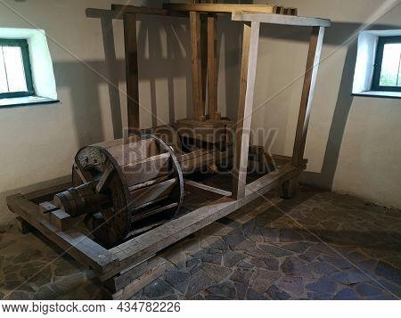Avram Iancu, Romania - August 17, 2021: Interior Of A Traditional Romanian Peasant House - Avram Ian