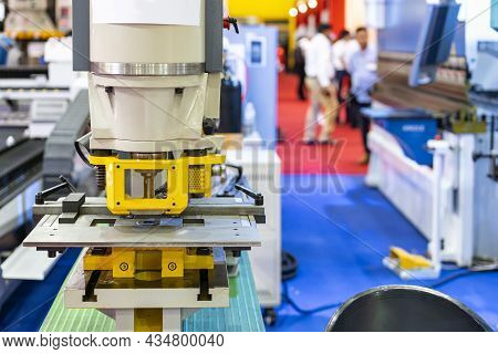 Punch Die Or Shear Set On Table Semi Automatic Hydraulic Press Machine For Forming Cutting Shearing