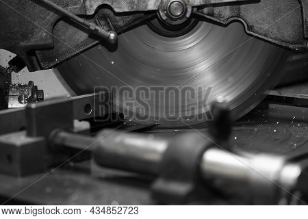 Metalworking Industry: Finishing Metal Working Internal Steel Surface
