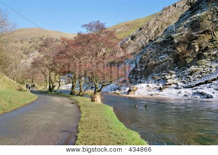 Dovedale1