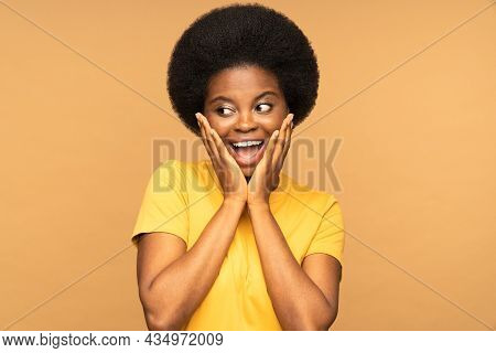 Excited Surprised African Woman Emotional Looking Aside With Open Mouth Screaming From Excitement. Y