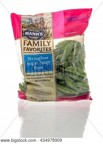 Winneconne, Wi -14 September 2021:  A Package Of Manns Family Favorites Stringless Sugar Snap Peas O