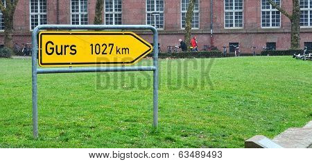 Sign To Gurs