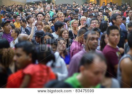 Singapore - 31 Dec 2013: A Huge Crowd Of People Collected In Singapore To Commemorate The Arrival Of