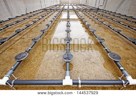 Water treatment tank with waste water with aeration process