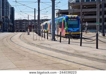 Mpls, Mn/usa - April 22, 2018: Light Rail Commuter Train Along Green Line Transit Corridor In Prospe