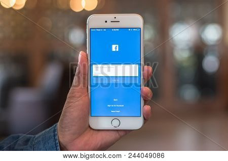 Bangkok, Thailand-september 24, 2018: Facebook Social Media App Icon Signup Page On Iphone7 Mobile S