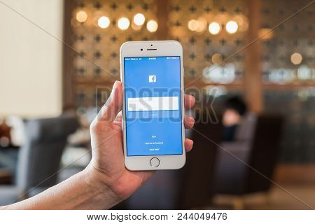 Bangkok, Thailand-january 30, 2017: Facebook Social Media App Icon Signup Page On Iphone7 Mobile Sma
