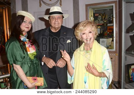 LOS ANGELES - JUN 2:  Dee Dee Sorvino, Paul Sorvino, Ruta Lee at the Rich Little signs