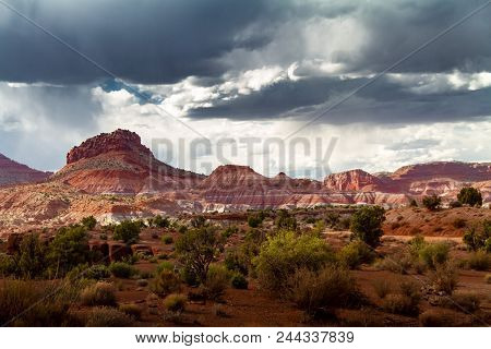 Magnificent Stormy View Of The Colorful Sandstone Rock Formations Of Grand Staircase-escalante In Pa