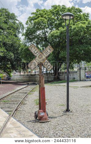 Oaxaca, Oaxaca, Mexico- June 1, 2018: Vintage Crossing Railroad, Street Lamp And Tracks At Ferrocarr