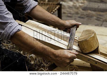 Artisan Sanding And Shaping Wood