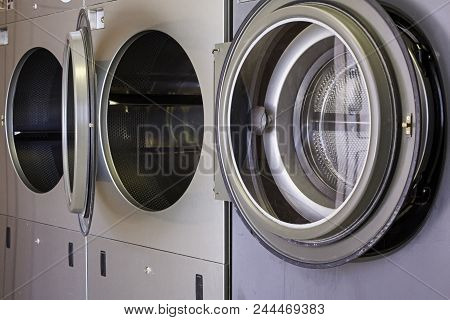 Industrial Washing Machines To Clean Clothes, Details Of Cleaning And Hygiene Of Clothes
