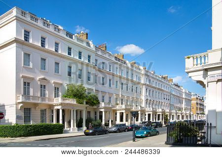 London, Uk - August 25, 2017: Residential Aria Of Belgravia. Luxury Property In The Centre Of London