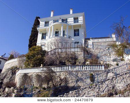 Casa tradicional de piedra en Kastoria (Makedonia, Grecia)