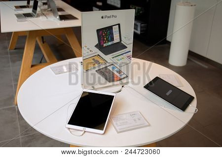 Koh Samui, Thailand - April 9, 2018: Apple Store Of Retail Stores Dealing Iphone X And Ipad Pro.