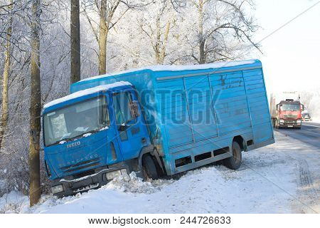 Leningrad Region, Russia - February 21, 2018: The Iveco Eurocargo 120el17 Truck In A Ditch On The Wi
