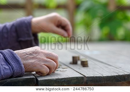 Money, Coins, The Grandmother On Pension And The Concept Of Life, Minimum - Hands Of The Old Woman R