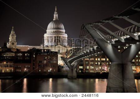 Millennium Bridge - St Pauls Hdr