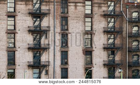 An image of a typical old house facade in New York City