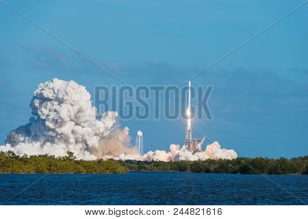 SpaceX Falcon Heavy Launch Kennedy Space Center, Feb 6, 2018