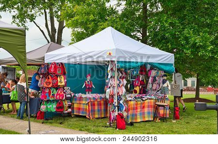 Twinsburg, Oh - June 9, 2018: A Home Goods And Fabrics Craft Booth Sports A Colorful Display At A Ta