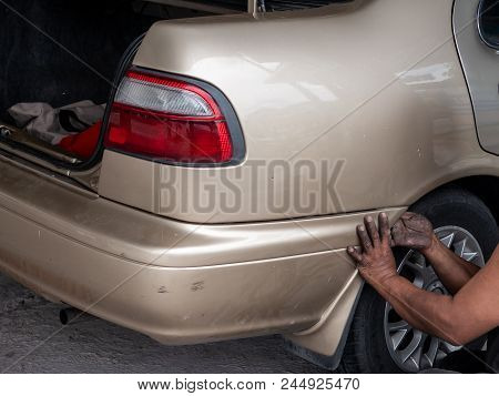 The Mechanic Retry Remove The Bumper Of A Car To Make A New Paint