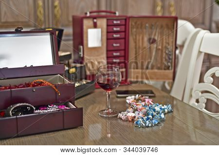 Make-up Accessories, Jewelry, Cosmetics And Accessories. Make-up Accessories, Jewelry, Cosmetics And